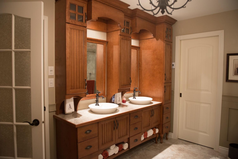 Meubles concept traditionnels meubles salles de bains et for Salle de bain couleur sable