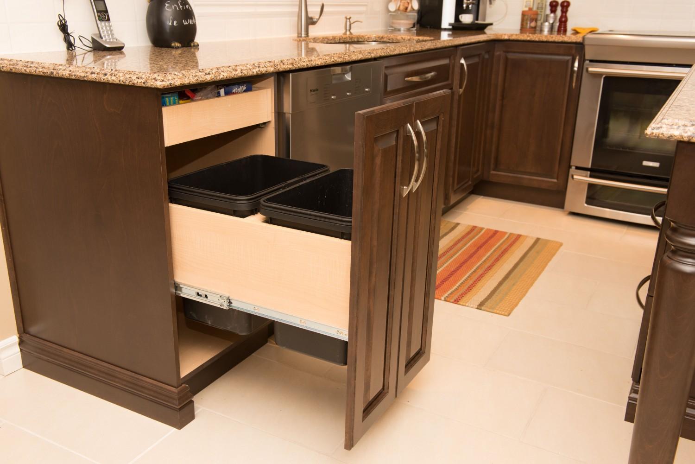 Meubles concept traditionnels meubles salles de bains et for Renover meuble salle de bain